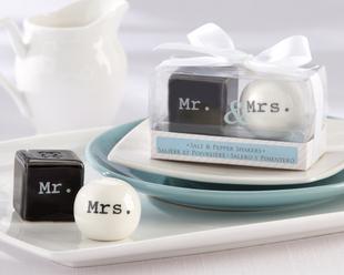 Mr & Mrs Couple Pepper shakers
